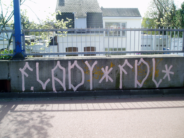 F. Lady Pink Tags Tilburg.jpg